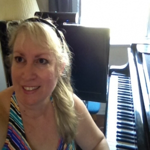 Skype Accordion, Guitar (Acoustic), Harp, Mandolin, Music Theory, Music Composition, Organs, Piano, Ukulele Tutor> Lisa Fiorenza