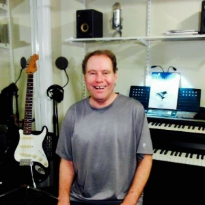 Skype Guitar (Acoustic), Guitar (Electric), Keyboard, Music Composition, Piano, Voice (Singing) Tutor> Steven Bruce